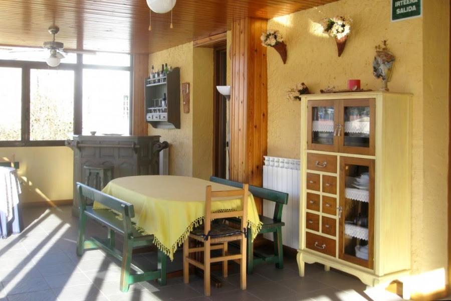 Varios muebles realizados por Rudi