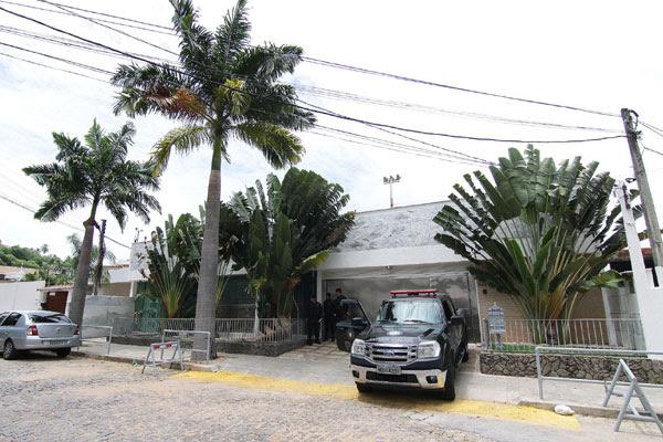 A casa de Petrópolis, onde o casal cumpre prisão domiciliar, é um dos bens listados por Carla em carta ao marido, George, na prisão