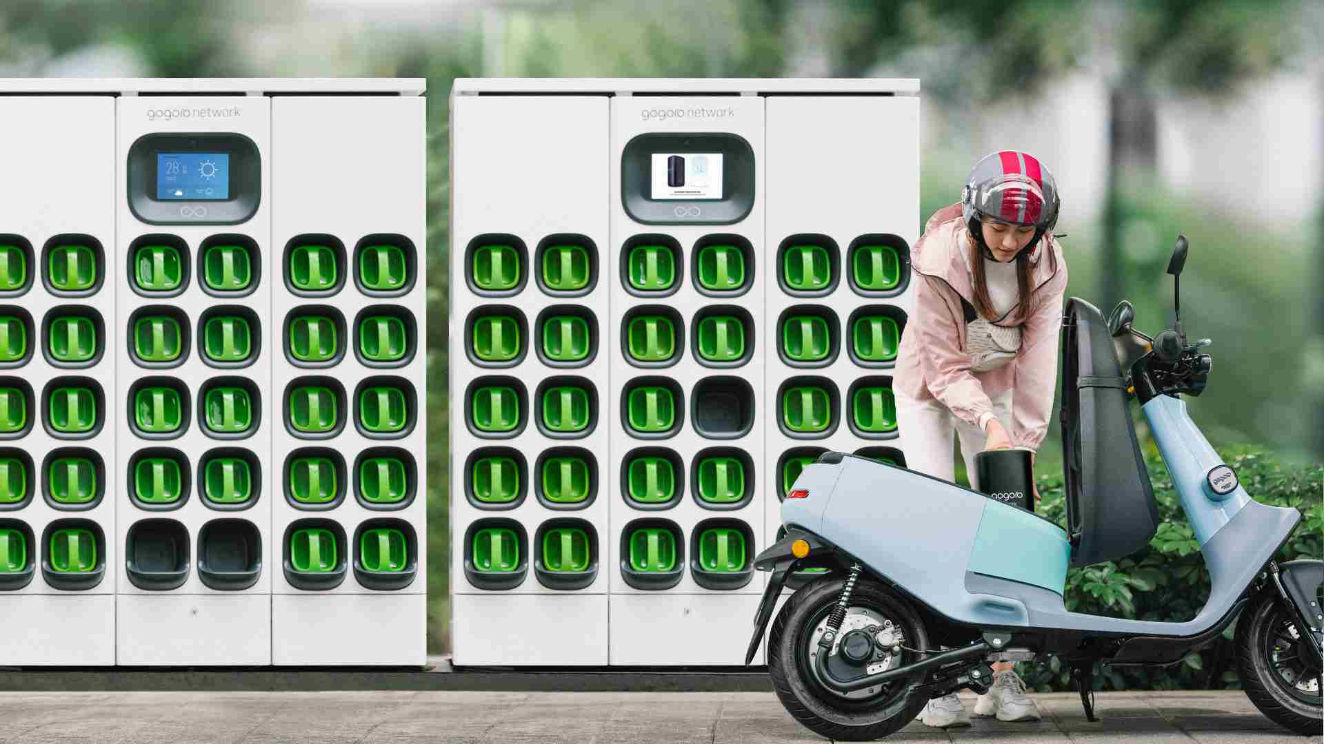 Gogoro's battery swap system eliminates long charging times, making electric two-wheelers much more practical. Image: Gogoro