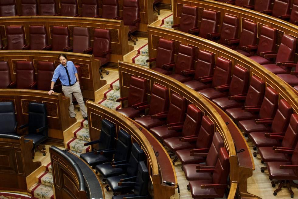 El líder de Podemos, Pablo Iglesias en su escaño en el Congreso de los Diputados.