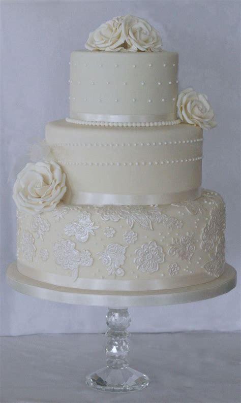 25  best ideas about Ivory wedding cake on Pinterest
