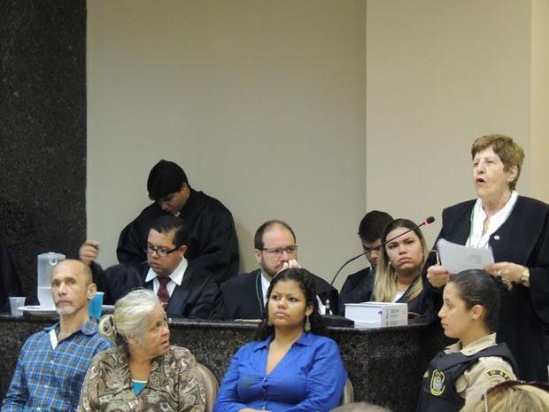 Tereza Joacy, advogada de Jorge Beltrão, presta o primeiro depoimento da tarde (Foto: Katherine Coutinho/G1)