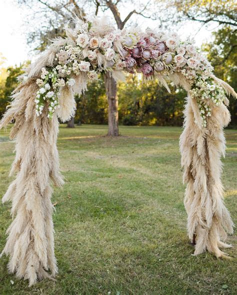 21 Unique Ways to Include Pampas Grass in Your Wedding