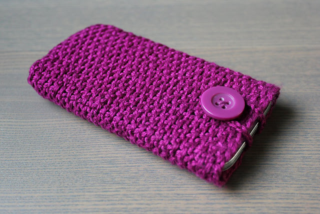 http://www.ravelry.com/projects/misshendrie/phone-cover