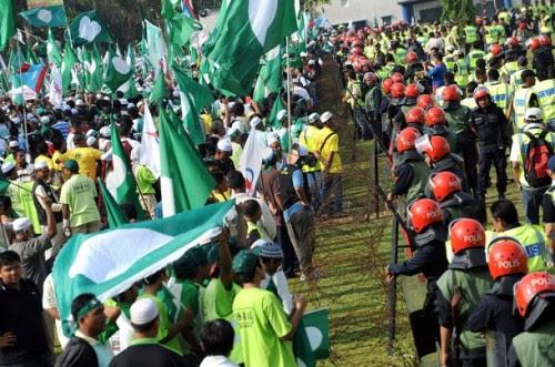 Menurut Timbalan Ketua Angkatan Muda KeADILan, Fariz Musa, dari keseluruhan 3,544 pengundi di sebuah Taman di Taman Bandar Baru, Sungai petani, seramai 2,215 atau 63 peratus dari jumlah penduduk di kawasan itu dikesan sebagai pengundi hantu dan pengundi ragu.