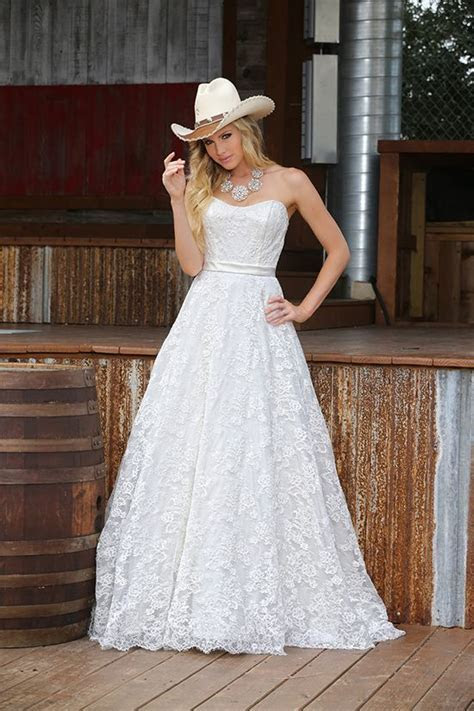 Best 25  Cowboy wedding dresses ideas on Pinterest