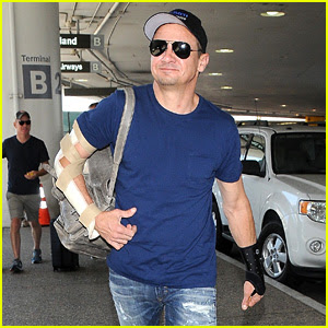 Jeremy Renner Travels With His Mom & Injured Arms