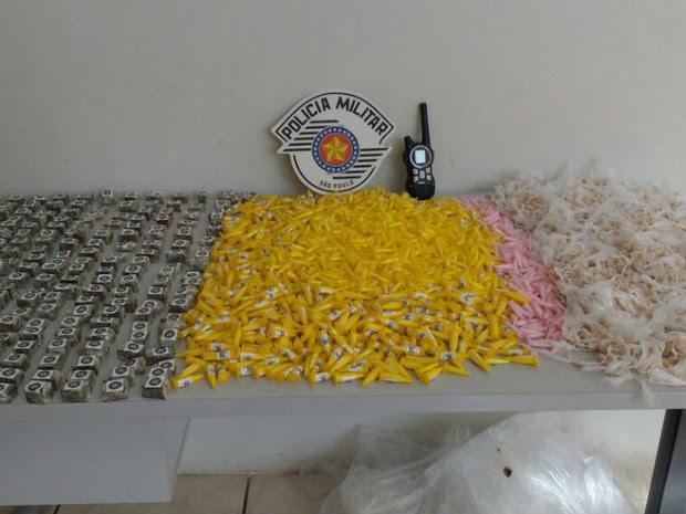 Drogas apreendidas no Jardim Itapemirim em Sorocaba (Foto: PM/ Divulgação )