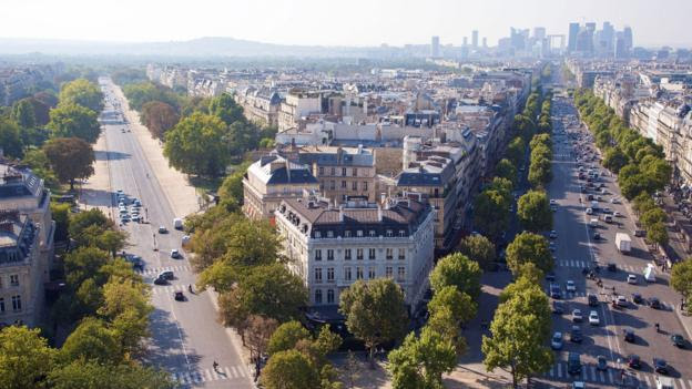 A dozen avenues radiate from the Arc de Triomphe (Credit: Credit: Alamy)