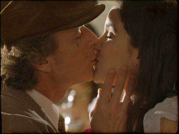 Téinha aceita namorar com Quiquiqui (Foto: Cordel Encantado/Tv Globo)