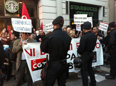 Els Mossos tallen la Via Laietana per la manifestació de la CGT