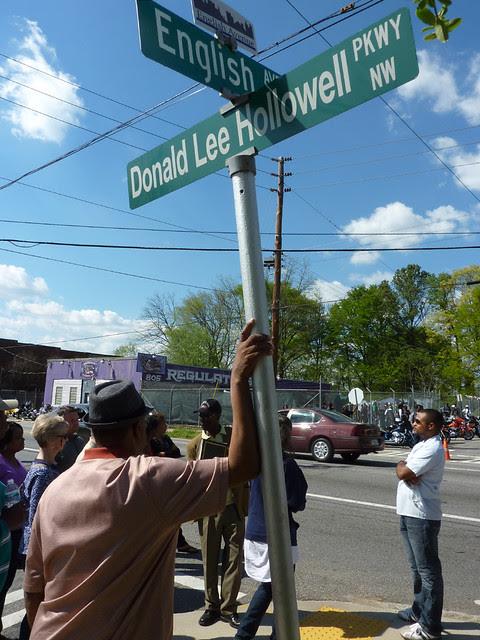 P1060150-2012-03-25-English-Avenue-Historic-Westside-Phoenix-Flies--English-Avenue-at-Hollowell