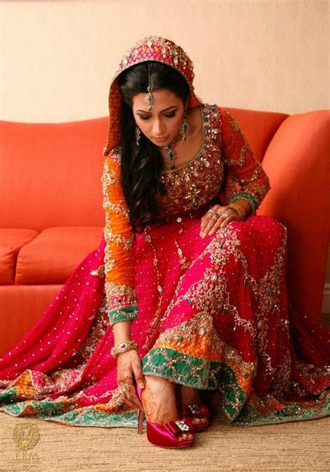 color combo for mehndi,,,,,,,,,,,,,,,,lovely .Check out
