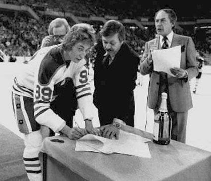 Gretzky signs contract photo Gretzky signs contract.jpg