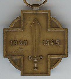 Archivo: Combatiente Militaire 39 45 revers.jpg