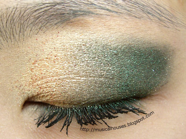gold green christmas eye look 1