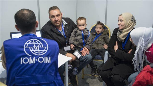 Une famille de réfugiés syriens en entrevue pour obtenir l'autorisation de venir au Canada