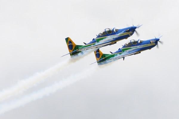 Aviões do EDA com fumaça  Sgt Washington