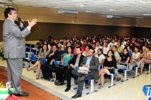 Flávio Dino em palestra na UFMA