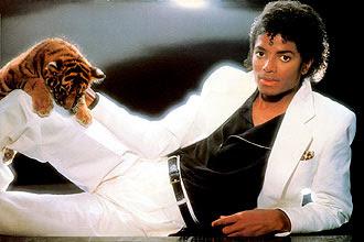 """Michael Jackson alcançou o auge do sucesso nos anos 80; """"Thriller"""" vendeu mais de 100 milhões de cópias em todo o mundo"""