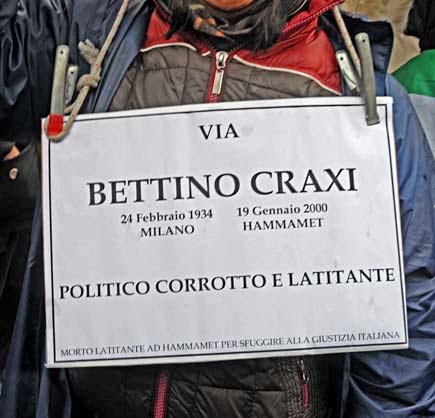 Milano - Cartello contro la via dedicata a Craxi