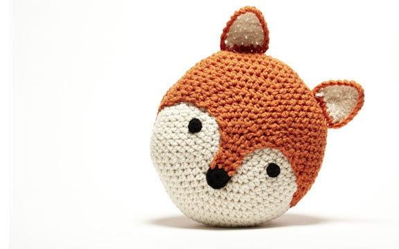 Crochet Fox Pillow - peanutbutterdynamite
