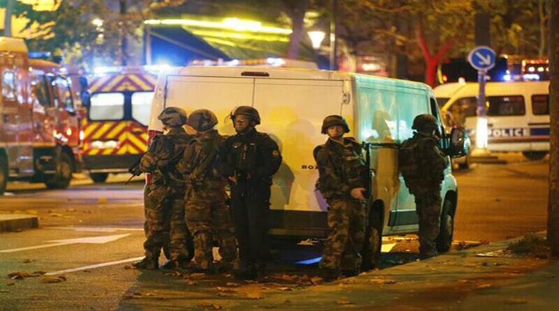 Militares continúan en las calles de Francia.