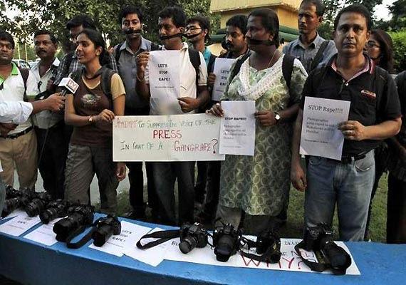 Mumbai women journalists meet Governor, demand security