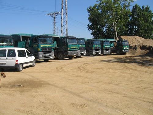 Camions Mercedes Benz amb bolquet de l'empresa GONZALO GARCÍA SA