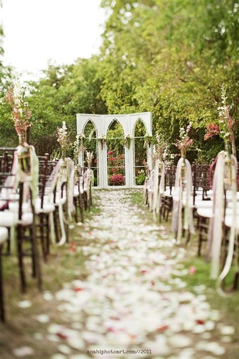Love the aisle decor   Beautiful Wedding Settings & Ideas