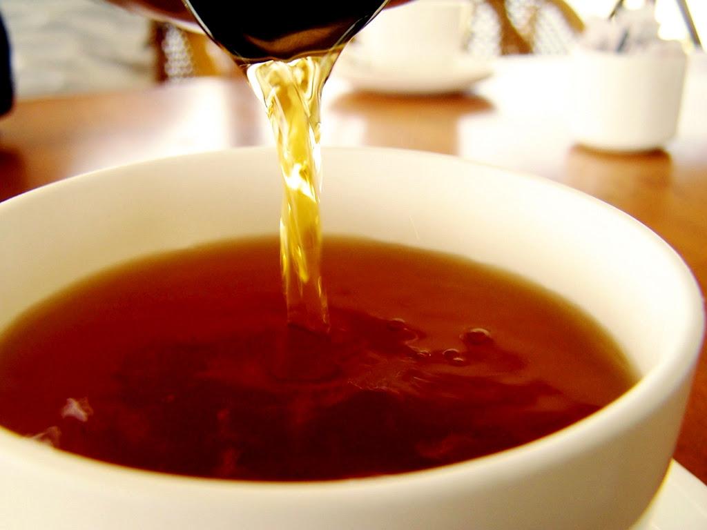 Jangan buang teh yang tak habis diminum !