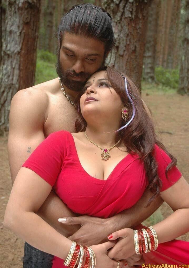 Thiruttu_Sirukki_movie_hot_stills_02