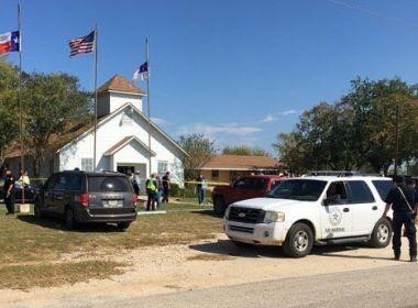 Atirador invade igreja e mata pelo menos 27 pessoas no Texas, nos Estados Unidos