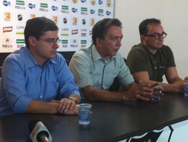 Gustavo Mendes, Rubens Guilherme e Sílvio Bezerra (Foto: Tiago Menezes/GLOBOESPORTE.COM)
