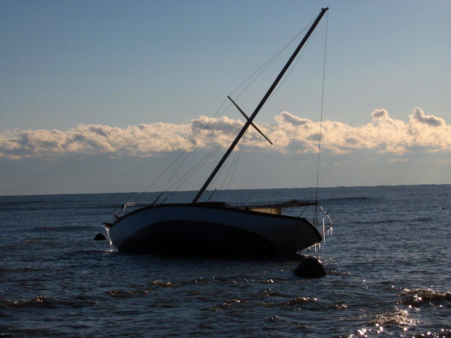 Stranded sailboat above Bradford Beach, in Lake Michigan, Milwaukee, WI - 11-23-2007 - soul-amp.com
