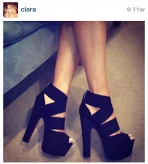 sepatu merupakan penunjang penampilan mereka 10 Foto Sepatu Selebriti Terbaik di Instagram