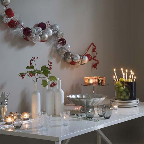 4-simple-christmas-decorating-ideas-for-home-Modern-bauble-garland ...