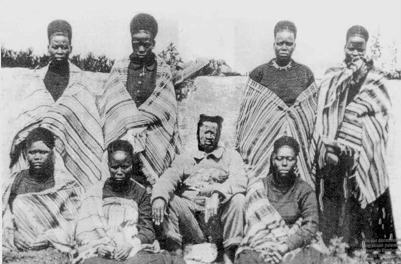 Ficheiro:Gungunhana esposas lisboa 1896.jpg