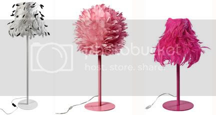 plumeslampadaire-noir-blanc, plumes-lampe-rose, plume-bonne-femmeros