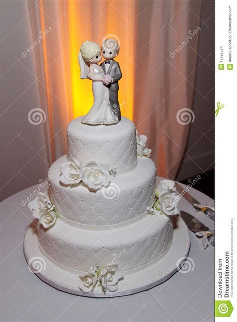 Pretty Wedding Cake  Classy Stock Photo   Image of table