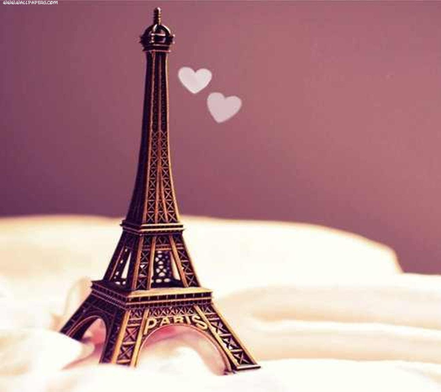 Download Cute Eiffel Tower Romantic Couple Wallpapers For Your Mobile Cell Phone