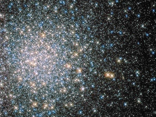 Imagem feita pelo telescópio espacial Hubble mostra aglomerado glanular Messier 5 (Foto:  Reuters/Nasa/Hubble Space Telescope )