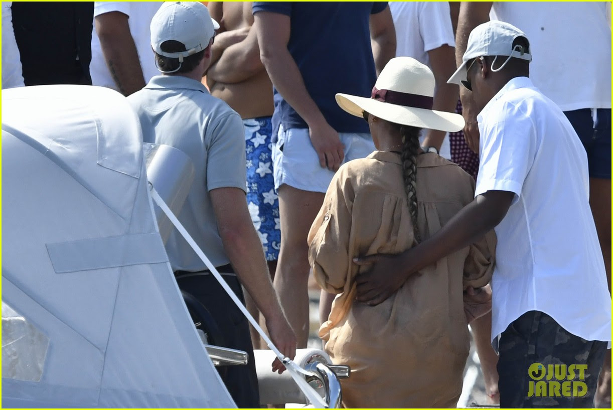 Beyonce & Jay Z Continue 'Romantic' Vacation in Italy ...