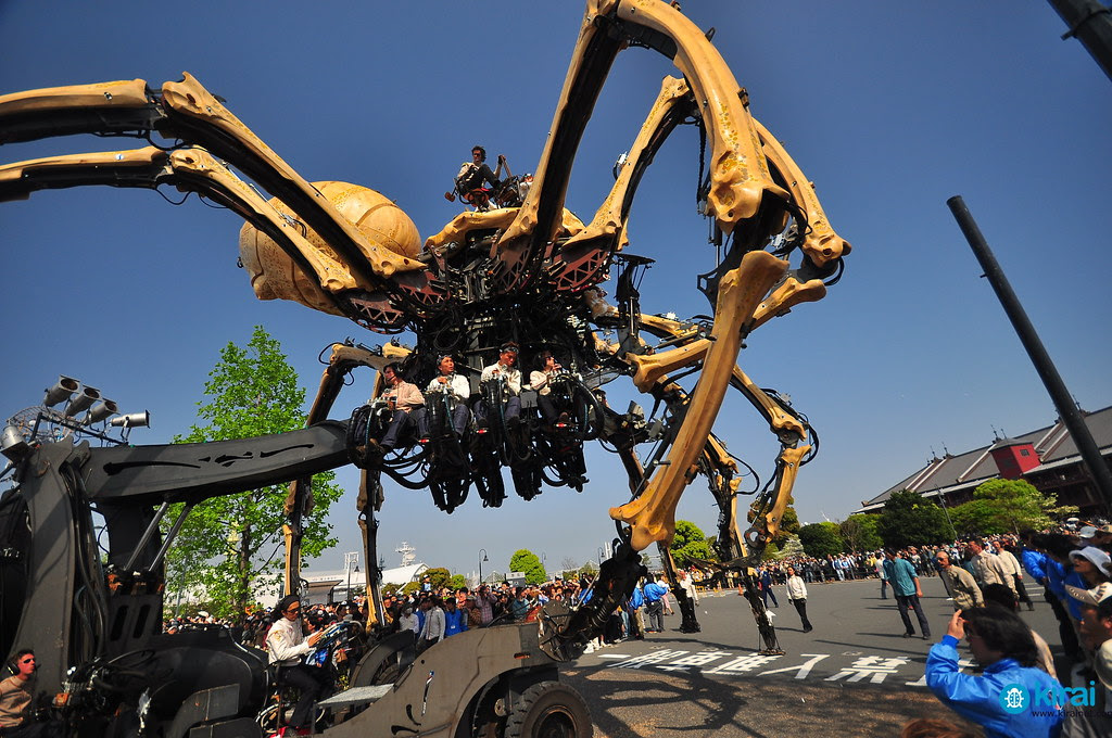 Giant Mechanical Spider