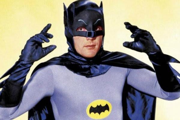 Resultado de imagem para Adam West, conhecido por interpretar Batman na TV, morre aos 88 anos