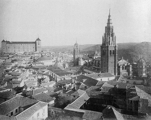 Torre del Reloj de la Catedral de Toledo andamiada antes de su demolición en 1888