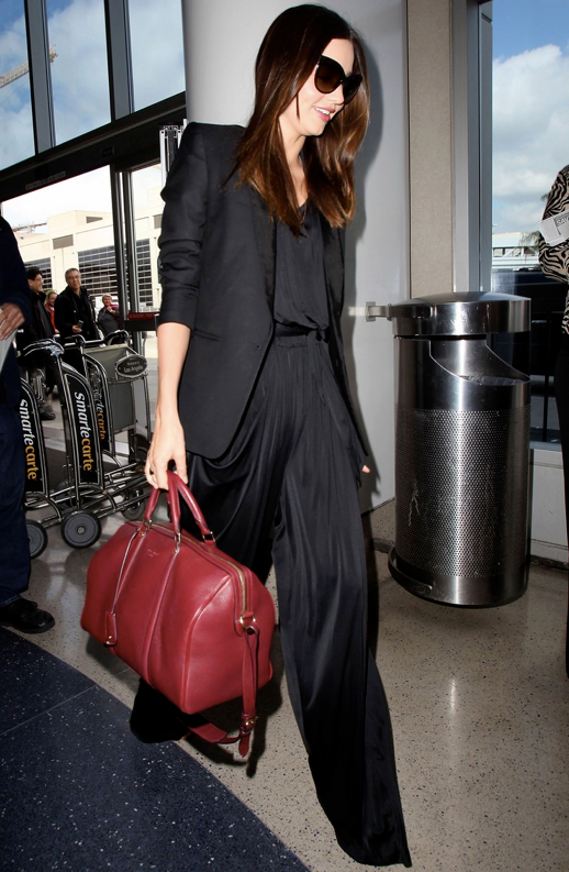 MIRANDA KERR STYLE FASHION AIRPORT LOOK BLAZER JACKET PALAZZO WIDELEG PLEATPANTS RED SOFIA COPPOLA LOUIS VUITTON BAG CAT EYE SUNGLASSES 2
