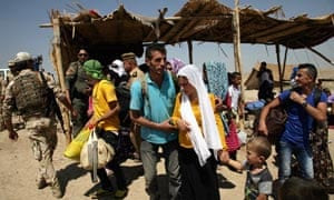 Syrian refugees cross border into Iraq