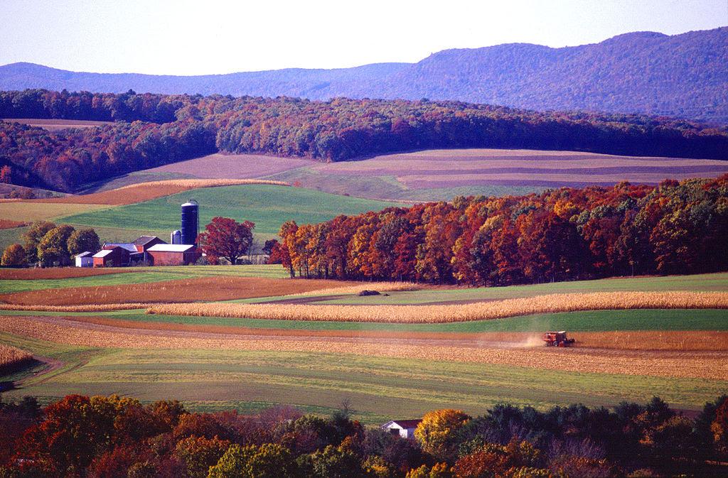 http://upload.wikimedia.org/wikipedia/commons/thumb/a/a2/Farming_near_Klingerstown%2C_Pennsylvania.jpg/1024px-Farming_near_Klingerstown%2C_Pennsylvania.jpg