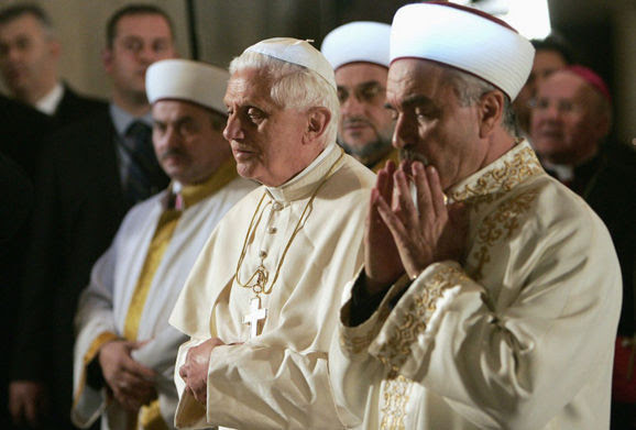 Anti Pope Benedict XVI in the Blue Mosque in Istambul Turkey 2006